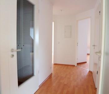 Wohnung-Flur_Wiesbaden-Biebrich_Immobilien-Makler_Alexander-Kurz_Wiesbaden_2015_Bild_TV_Makler_Dachgeschosswohnung