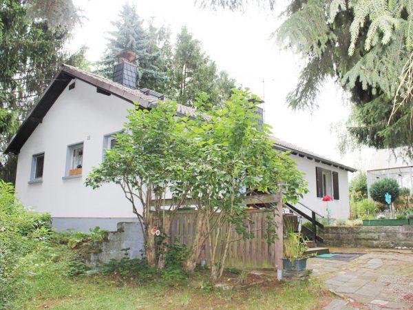 Haus mit Grundstück in Kostheim